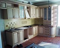 Кухня классическая с фасадами массива ольхи