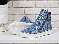 Ботинки хайтопы из натуральной замши голубого цвета в спортивном стиле