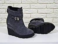 Ботинки серого цвета из натуральной замши
