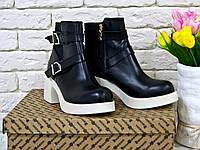 Ботинки из натуральной кожи  черного цвета на белой подошве с пряжками