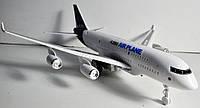 Самолет A380-61E с мигающим светом