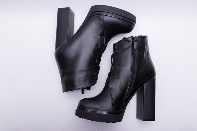 Ботильоны и ботинки на высоком каблуке