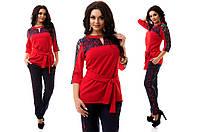 Модный батальный брючный костюм со вставками гипюра, красная  блузка с пояском . Арт-9833/47