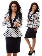 Трикотажный женский костюм с баской большого размера.Черная юбка,белая блузка в черный горох.Принт.