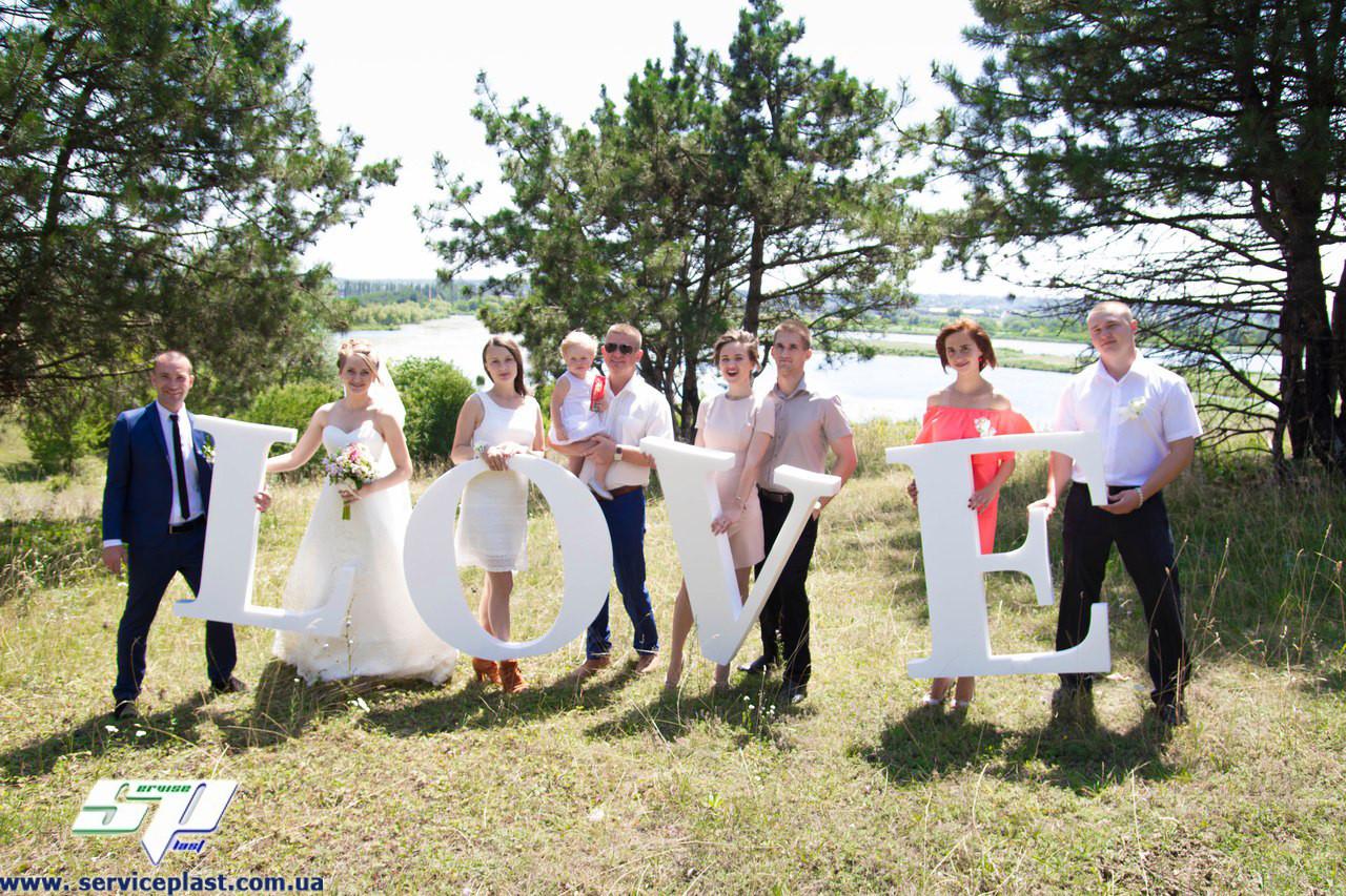 Свадебное оформление: буквы LOVE, слова, даты, рамки, монограммы, колоны, арки