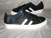 Молодежные кроссовки на шнурках черные и белые
