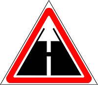Предупреждающие знаки — Конец дороги с усовершенствованным покрытием, знак 1.40