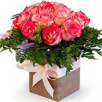 Розы в коробке с бабочками