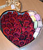 33 Розы в коробке с Макарунами