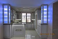 Деревянная кухня с витринами, фото 1
