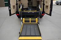 Автобус с рампой для инвалидной коляски