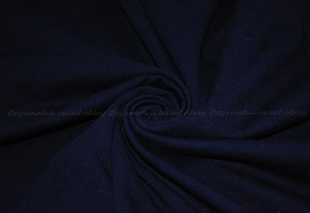 Глубоко тёмно-синяя мужская футболка без рукавов