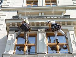 Реставрація та оновлення фасадів старовинних будівель з допомогою ліпного декору