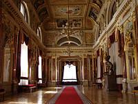 Оформление помещения под старину с помощью лепного декора