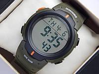 Мужские (женские) спортивные наручные часы Skmei болотного цвета с оранжевыми вставками