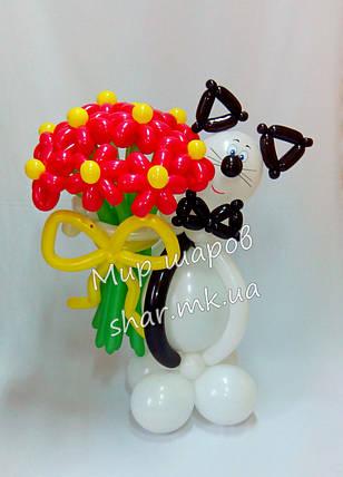 Березневий кіт з букетом квітів, фото 2
