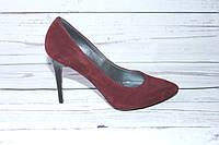 Женские замшевые туфли-лодочки цвета бордо