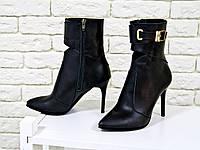 Ботинки на на шпильке из натуральной кожи черного цвета