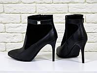 Ботинки на на шпильке из натуральной кожи черного цвета с камнем