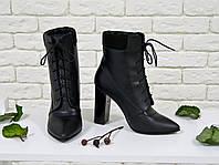 Ботинки со шнуровкой  на высоком устойчивом каблуке черного цвета из натуральной кожи