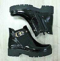 Демисезонные лаковые ботинки на утолщенной подошве с резинкой