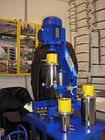 Лабораторная бисерная мельница со сменными стаканами и сменным инструментом.