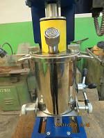 Лабораторная бисерная мельница с одним стаканом. Объём - 1,2 л. Стакан с охлаждением.