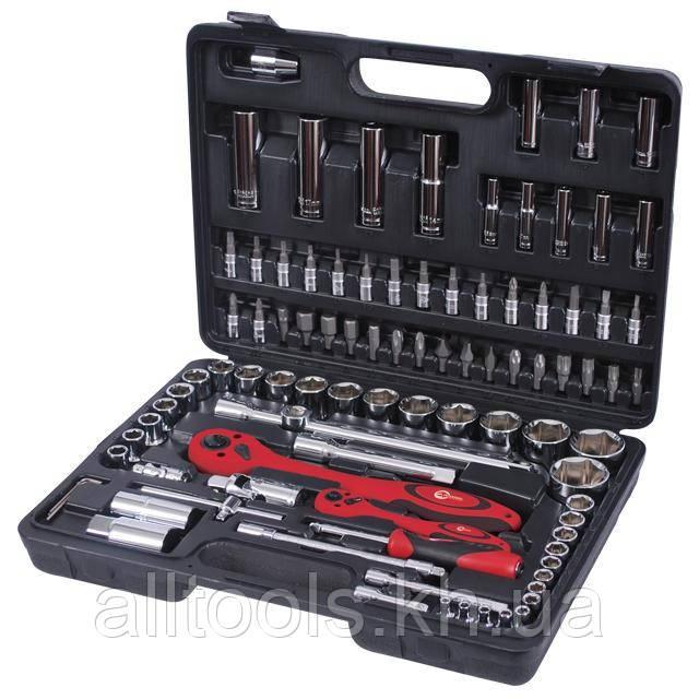 Профессиональный набор инструментов в чемодане INTERTOOL ET-6094