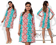 Женское батальное платье с разноцветным принтом