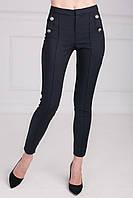 Черные брюки с декоративным элементом