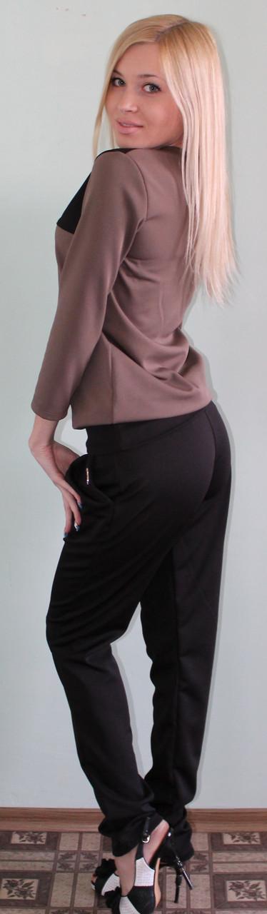Женский костюм с брюками коричневый