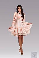 Модное свободное   платье  с рюшами и жемчужными пуговками, цвет пудра.  Арт-9845/17