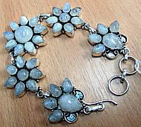 Крупный цветочный браслет с натуральным лунным камнем  от студии  LadyStyle.Biz