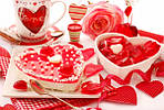 Подарунок, піднесений у День закоханих – це Ваша душа, почуття, щирість, бажання і «легкий натяк» на щасливе спільне майбутнє. Він показує на скільки Ви відчуваєте, розумієте і приймаєте свою другу половинку. Постарайтеся підібрати його правильно, вміло підкресливши, що ви єдине ціле і так буде завжди.