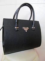 Женская каркасная чёрная сумка Prada с узором (перфорированная)