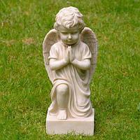 Парковая скульптура ангелочка