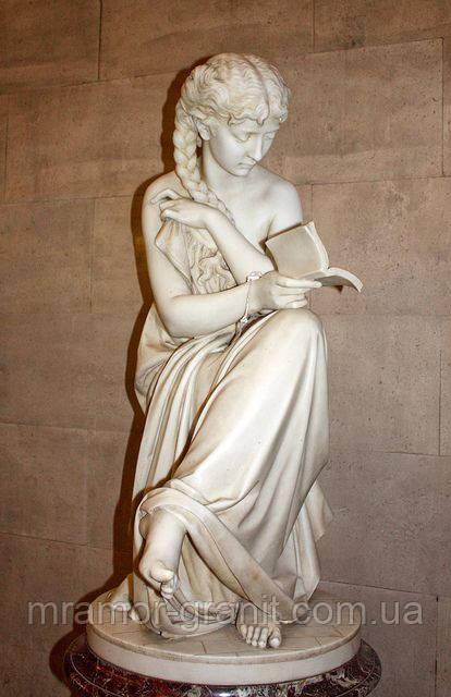 Женщина с книгой С - 326