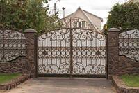 """Кованые ворота с установкой. Покраска качественной супер эмалью """"Hammerite"""". Возможно с калиткой и столбами."""