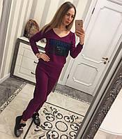 Женский вязанный спортиный костюм декорирован объемной нашивкой CHANEL, в расцветках