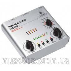 Behringer MIC200 одноканальный ламповый предусилитель