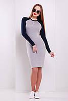 Женское облегающее серое платье из трикотажа в спортивном стиле
