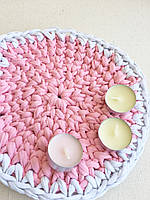 Коврик из трикотажной пряжи 24 см. диаметр. Розовый с белым.