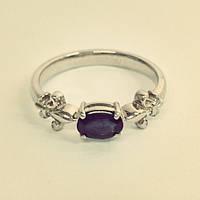 Кольцо из белого золота с сапфиром.