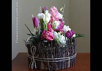 Композиция из живых цветов  в декоративном кашпо. Оформление свадьбы живыми цветами.