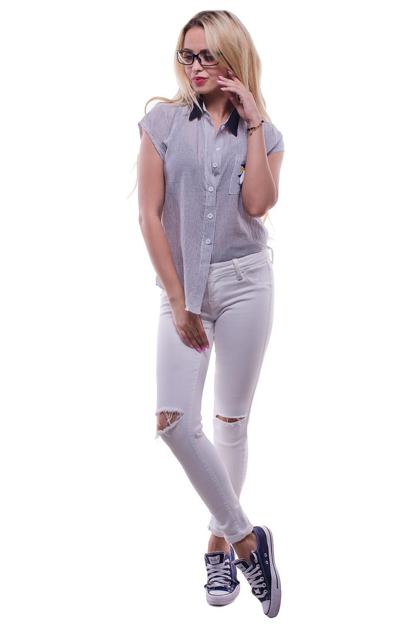 Женская блузка с кармашком серого цвета