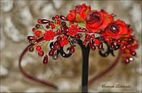 Красный ободок из розочек, чешских бусин и хрусталиков.