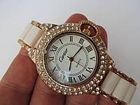 Женские наручные часы Cartier золотистые с белым, Картье