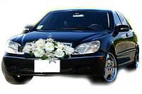 Икебана бела пионы с лилиями