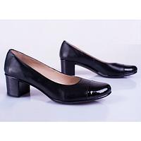 Кожаные туфли женские на каблуке с лаковым носком