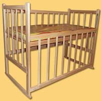 Кроватка детская без лака КФ с качалкой, опусканием, колесами